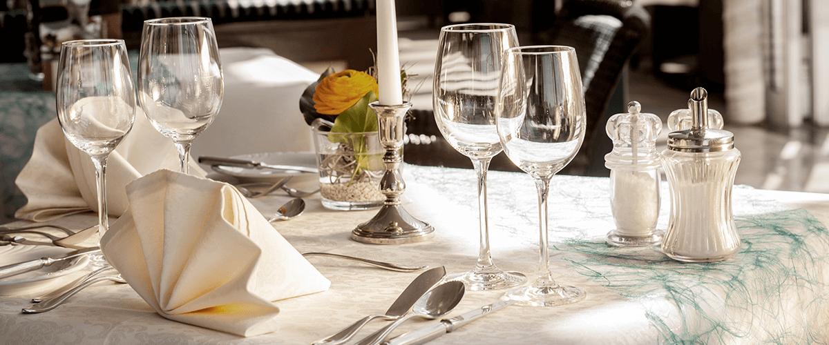 Hotel Regina Maris, Norden-Norddeich, Nordsee, Ostfriesland, Restaurant, Tisch