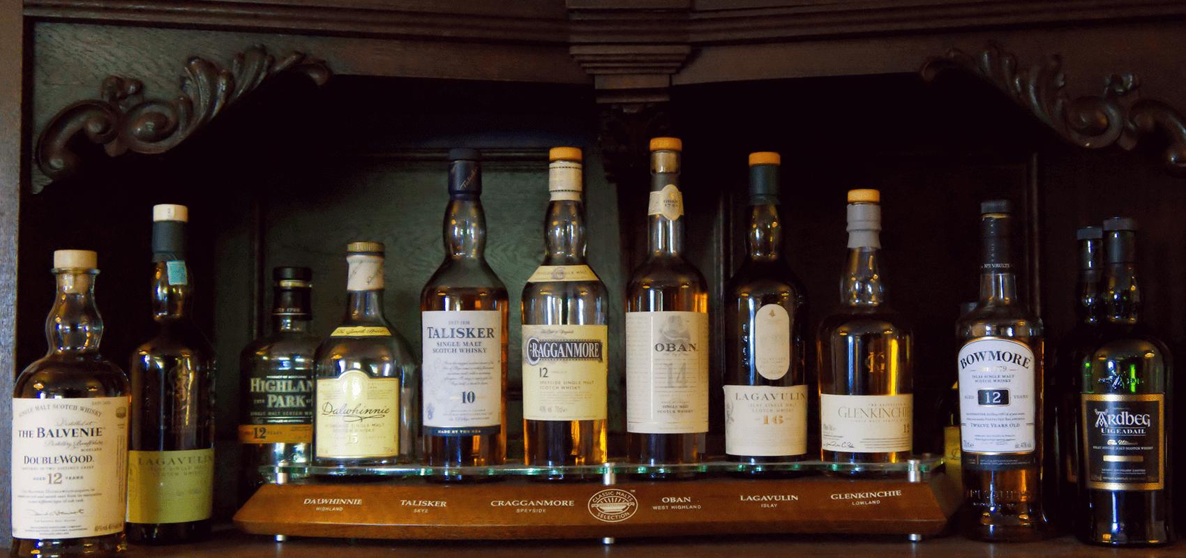 Hotel Regina Maris, Norden-Norddeich, Nordsee, Ostfriesland, Verschiedene Rum- und Whiskyflaschen